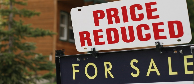 Price reduction sign to help people know when to buy a home