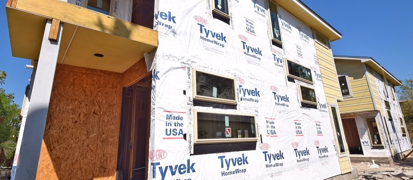 DuPont™ Tyvek® construction materials on the exterior of a home being built